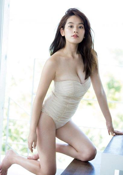筧美和子のふともも画像003