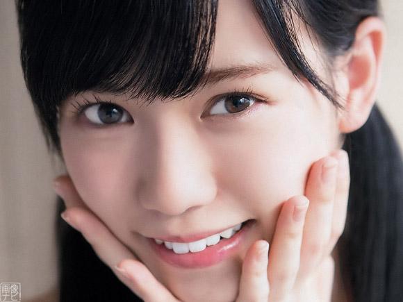 初グラビアで水着姿を披露した運上弘菜(うんじょうひろな)。正統派美少女ということで女優としての活躍も期待されます
