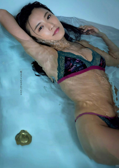 201019小島瑠璃子のエロ画像010