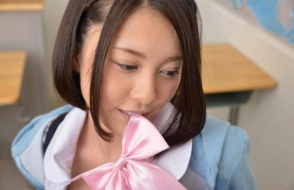 松岡ちな制服ストリップ画像012
