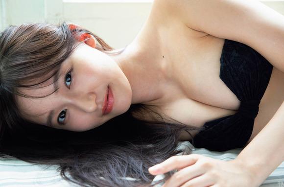 200905志田音々のエッチなグラビア画像006