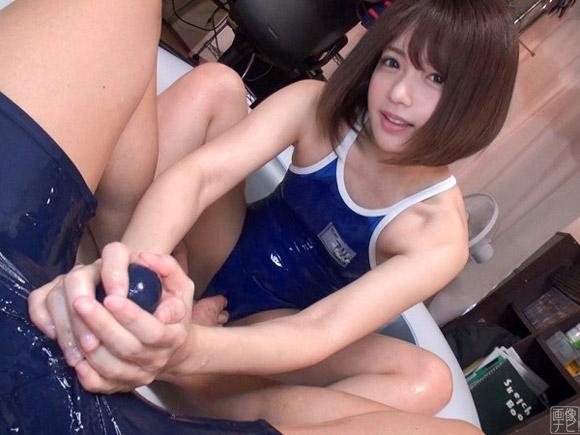 スク水美女が手コキで痴女プレイ