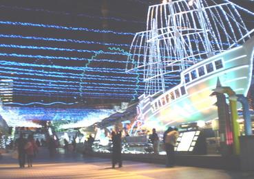 船を電球でデコレーション