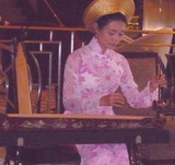 ヴェトナム女性の演奏
