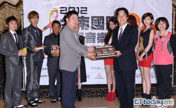 http://livedoor.blogimg.jp/affilikun/imgs/b/8/b865e838.jpg
