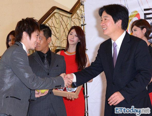 http://livedoor.blogimg.jp/affilikun/imgs/d/d/ddbf1c48.jpg