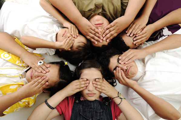 group-of-happy-children-with-closed-eyes_BFfWVSTBo