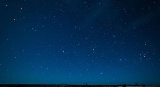 graphicstock-night-sky-hyden-western-australia_HOzATsweol