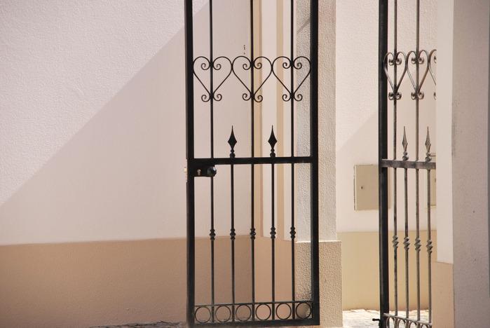vintage-entrance-gate_GyM-KAaO