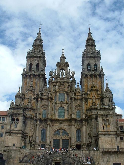 800px-Basilica_de_Santiago_02