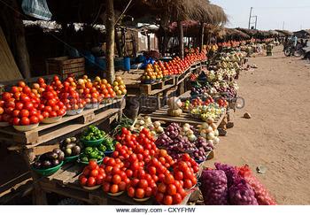 side-road-fresh-vegetable-market-kabwe-zambia-cxyfhw