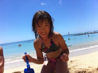 ワイキキビーチ 砂遊び