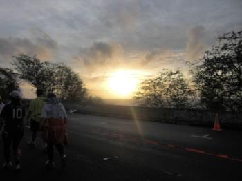ホノルルマラソン 日の出