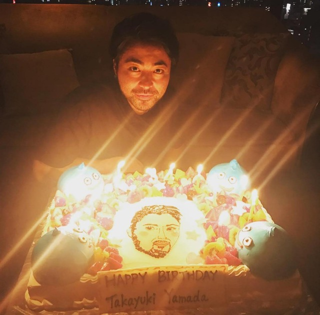 【画像】山田孝之(34)さんのお誕生会 wwwww