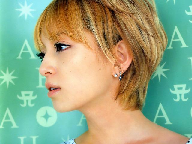 【悲報】満身創痍の浜崎あゆみさん、今度は右耳の調子が悪いとアピールするwwwwwww