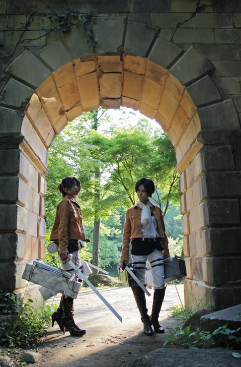 コスプレ写真【進撃の巨人】ハンジ&リヴァイ
