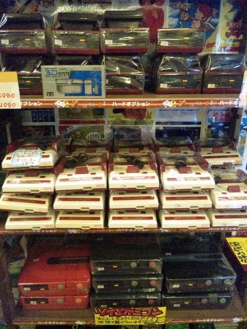 大量に売られるファミコン、ディスクシステム、ツインファミコン