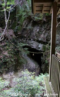 龍穴神社。