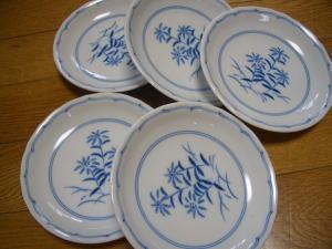 「東風」(こち)の陶器の小皿