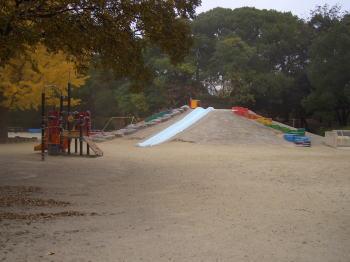 鶴舞公園の子供達の遊び場