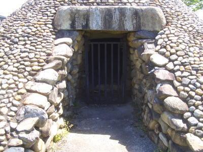 石室は、庄内川の川原石を用いられ乱石積み