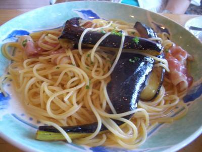 しお味のパスタの「茄子とベーコン」