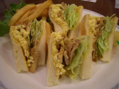 テリヤキチキンのサンドイッチ