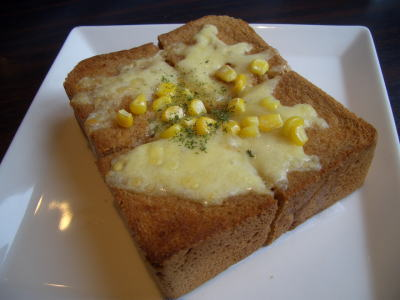黒糖パンのチーズトースト