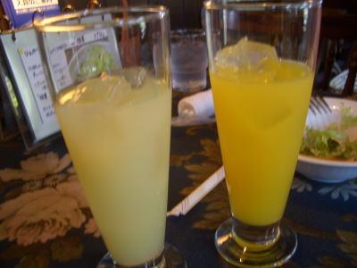 フレッシュ100%のグレープフルーツとオレンジジュース