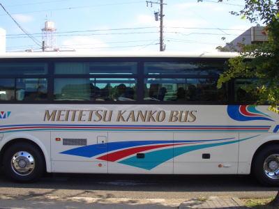 ナゴヤドーム近くを通る観光バス