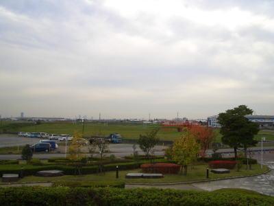 飛行機の離発着を見える丘
