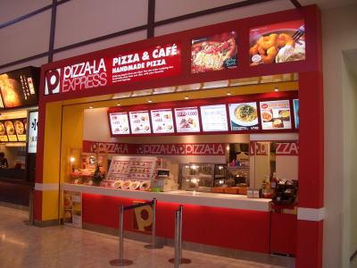 岐阜県土岐市にあるピザ&カフェのピザーラエクスプレス