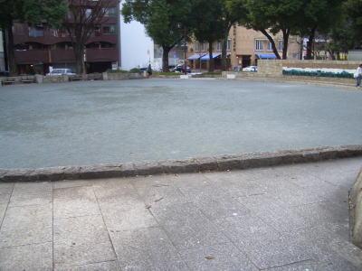 下園公園の広場