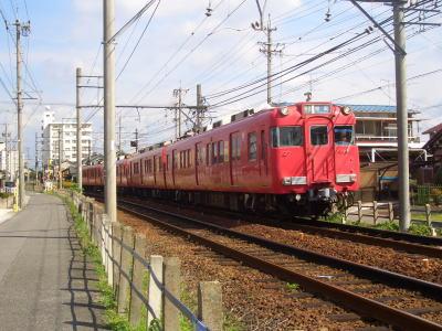 名鉄瀬戸線の線路と電車