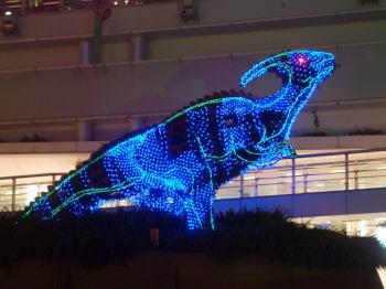 名古屋市東区のオアシス21で飾られている恐竜のライトアップ