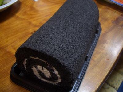 黒ロールケーキ