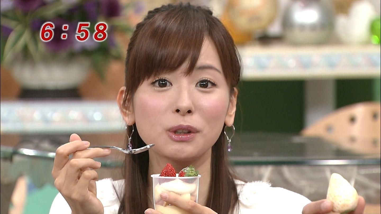 スイーツを食べる皆藤愛子。