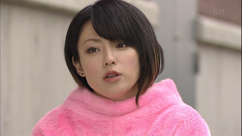 ピンクの着ぐるみを着る深田恭子