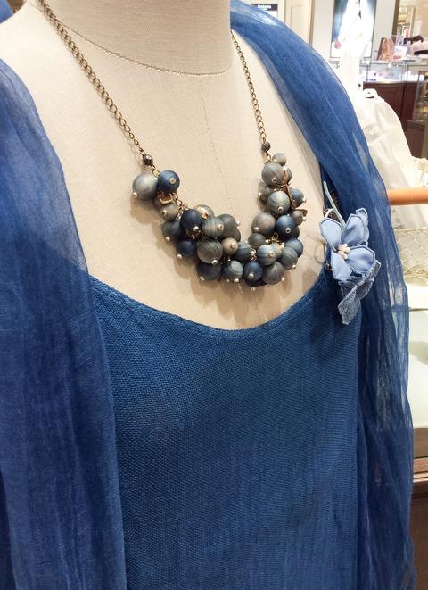 藍染めヒノキビーズのネックレス