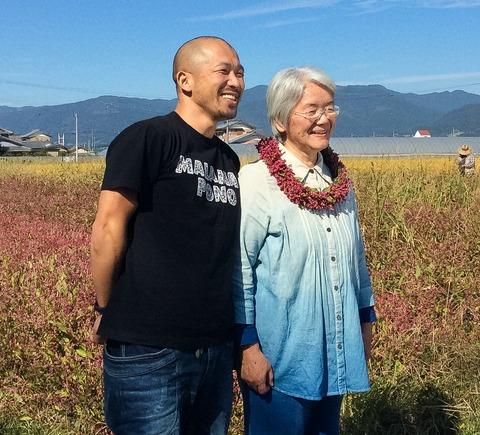 藍色工房の藍農園 大谷さんと母