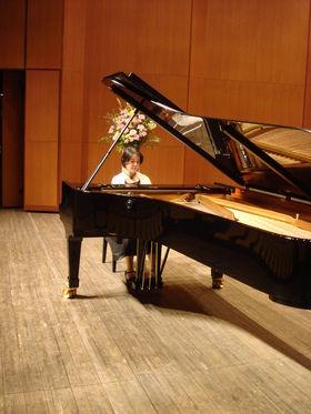 藍色工房 ピアノ画像演奏風景2