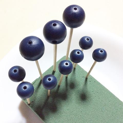 念珠の珠を藍で染める