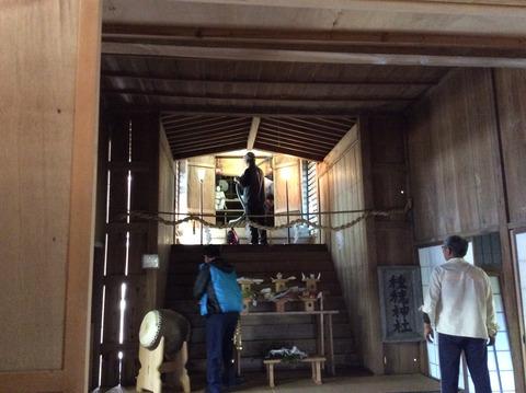 種穂神社本殿清掃
