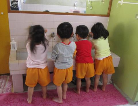 明石 保育園 手洗い