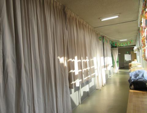 明石 保育園 廊下