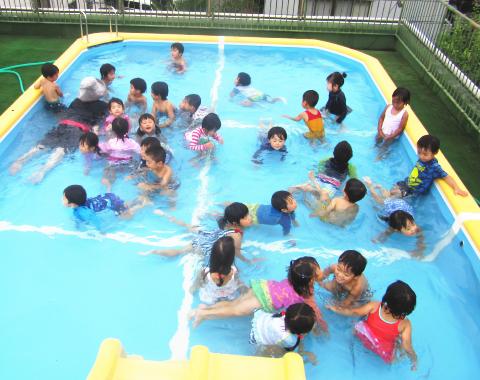 保育園 プール2
