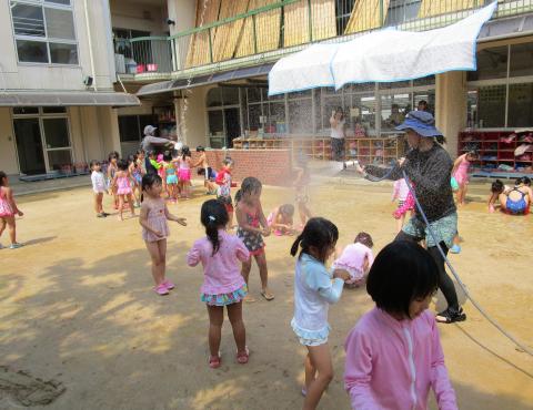 明石 保育園 水遊び