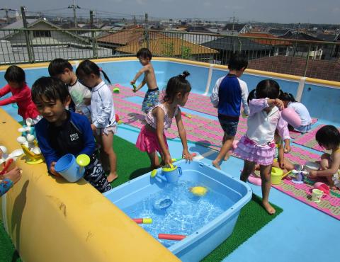 明石 保育園 プール遊び