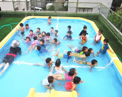保育園 プール1