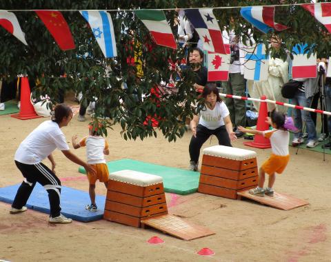 保育園  運動会 障害物競争1